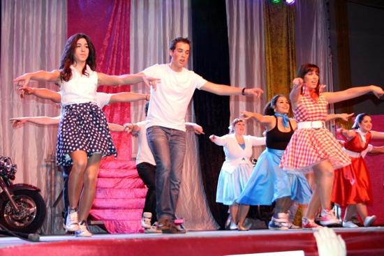bailarines-grease-en-inauguracion-carnaval-de-herencia